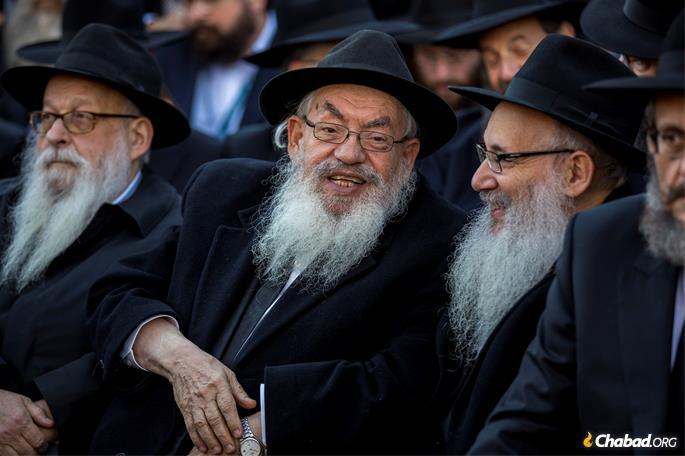 Rabbi Shimon Lazaroff, center, of Houston converses with Rabbi Yisroel Spalter, of Weston, Fla., right. (Photo: Mendel Grossbaum / Chabad.org)