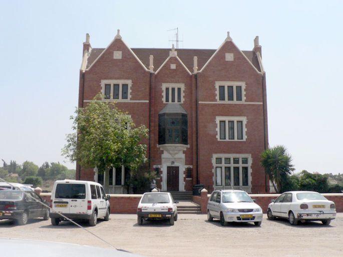 The 770 replica building in Kfar Chabad, Israel. (Photo: Wikimedia)