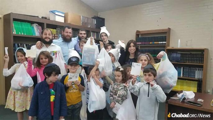 Students of the Ryzman Family Hebrew School make care packages for kids effected by the Woolsey Fire.