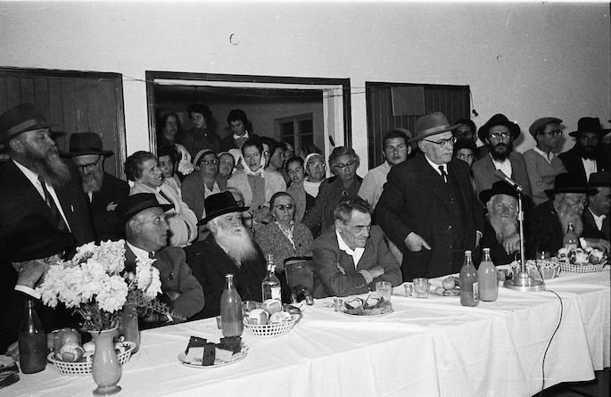 Residents of Kfar Chabad greet President Zalman Shazar in 1963.