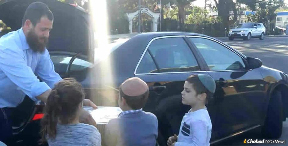 Chabad of the Valley and Chabad at Porter Ranch team up to take food and drink to firefighters.
