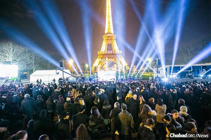 Thousands turn out for the grand public menorah-lighting in Paris.