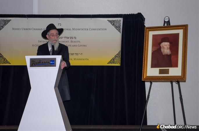 Rabbi Shmuel Lew, senior Chabad-Lubavitch emissary to London and older brother of Mindelle Feller, spoke at the melaveh malkah.