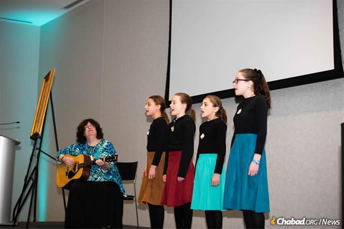 Rus Devorah Wallen and the Bnos Chabad Choir