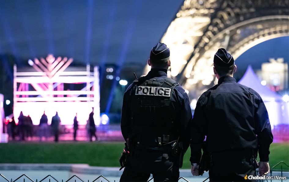 Chabad worked closely with Paris police to implement additional security measures in light of the riots. (Photo: Thierry Guez)