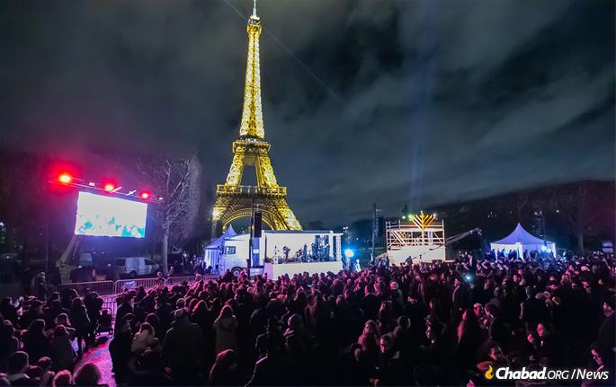 As many as 5,000 people gathered near the Eiffel Tower in Paris for Chabad-Lubavitch's public menorah-lighting, just hours after violent riots took place in the center of France. (Photo: Thierry Guez)