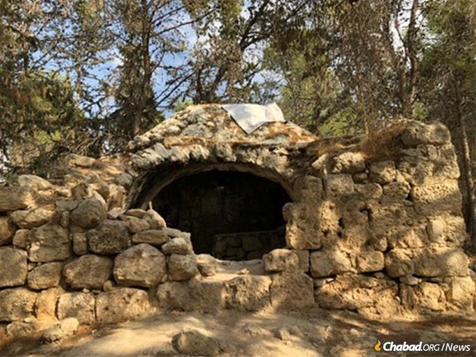 A Maccabee tomb in Modi'in. (Photo: Yocheved Feinerman)