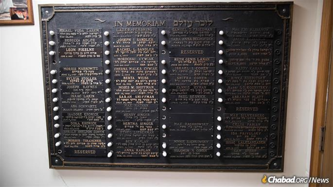 Most of the people memorialized on these plaques passed away in the early- and mid-20th century. (Photo: Brett Walkow)