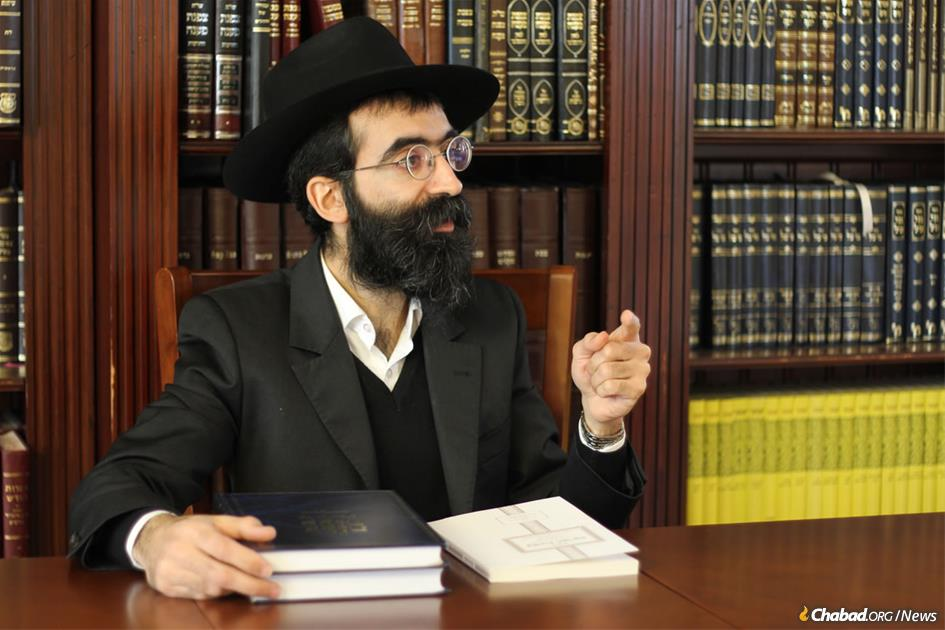 Rabbi Binyomin Bitton has made it one of his life's works to unravel and simplify the depths of the Rogachover Gaon's often inscrutable insights, and share those gleanings with the world. (Photo: Or Koren)