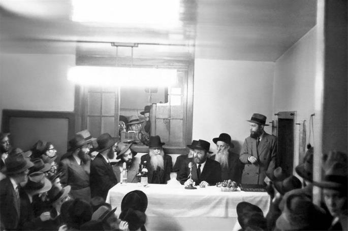 (The Rebbe leads a farbrengen on 24 Tevet, 5712 (22 January, 1952).)