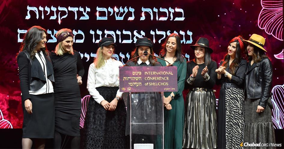 """Chabad women from around the world spoke at the annual gala banquet of the Kinus Hashluchos, where the theme of """"Righteous Women: Past and Present,"""" connected the day-to-day work of Chabad emissaries to the heroism of their mothers and grandmothers. (Photo: Shmuel Amit)"""