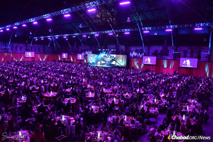 More than 3,000 women emissaries and lay leaders from 100 countries attended the banquet. (Photo: Shmuel Amit)
