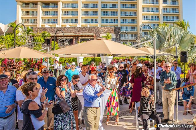 Many members of the local Jewish community are American and Canadian retirees who have come to take advantage of the beautiful weather and favorable economy.