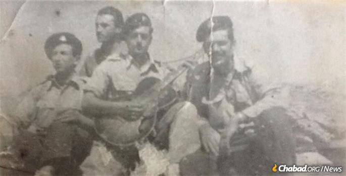 Miller, left, with fellow soldiers in the Israel Defense Forces in the early 1950s.