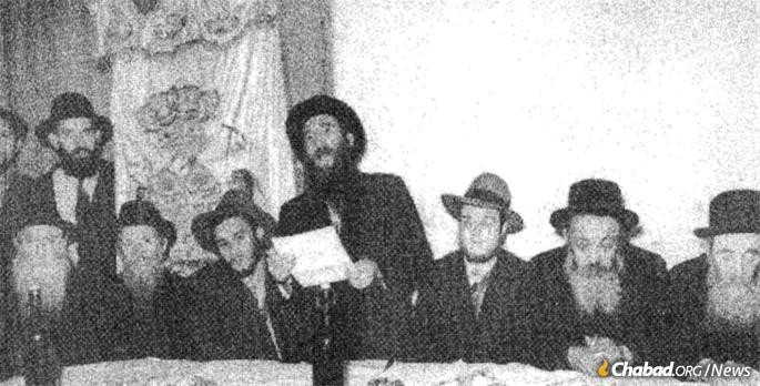 Young Mendel Baumgarten (third from right) with a delegation in Paris