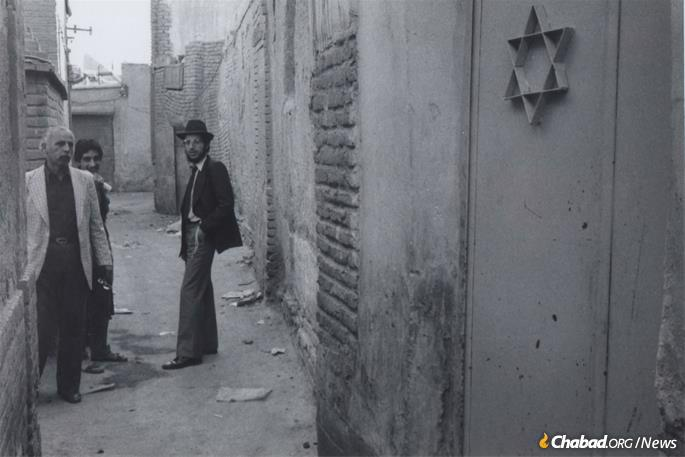 Illulian stands near the gates of a Tehran synagogue, August 1978. (Photo: Courtesy NCFJE)