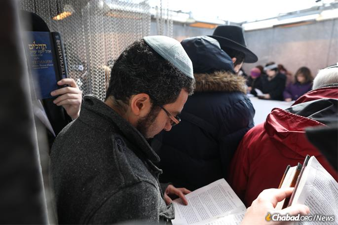 A visit to the Ohel in Queens, N.Y. (Photo: Bentzi Sasson)