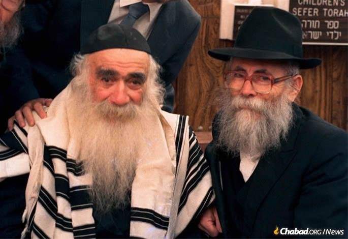 Despite their age difference, Reb Velvel was a friend (and mentor) to the legendary Reb Mendel Futerfas. (Photo: JEM)