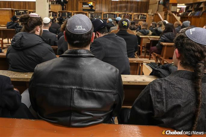 Learning insight about the Rebbe at 770 Eastern Parkway. (Photo: Bentzi Sasson)