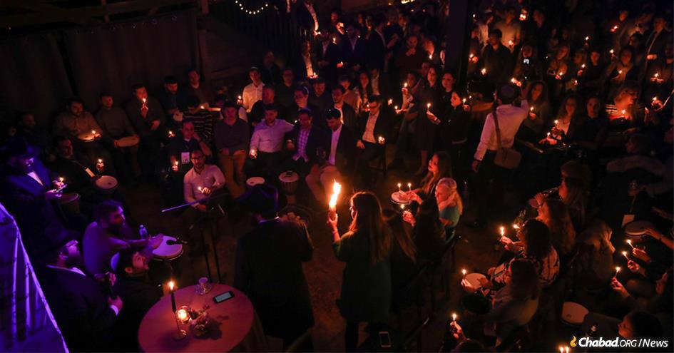 More than 200 visitors from 45 Chabad Young Professional communities around the world traveled to the Crown Heights neighborhood of Brooklyn for a weekend of Jewish connection. Here, they took part in the Havdalah ceremony at the close of Shabbat. (Photo: Bentzi Sasson)