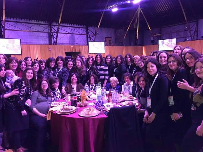 Na mais recente Conferência Mundial de Emissárias de Chabad acompanhada por algumas de suas filhas, netas e bisnetas que servem comunidades em todo o mundo