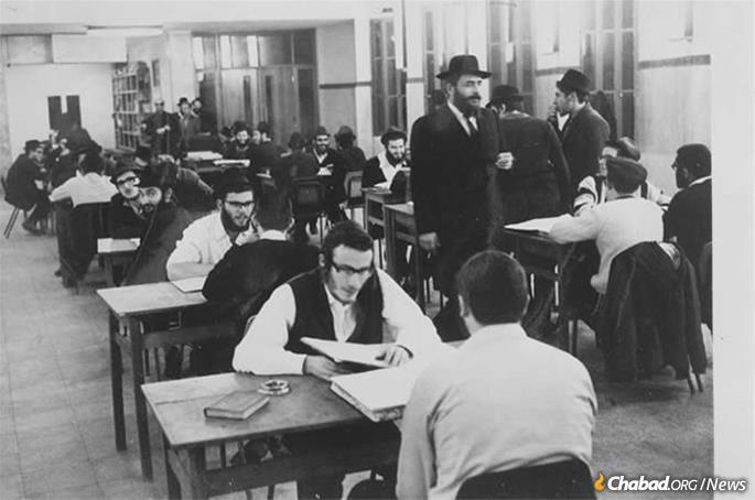 Rabbi Landa at the yeshivah in Kfar Chabad
