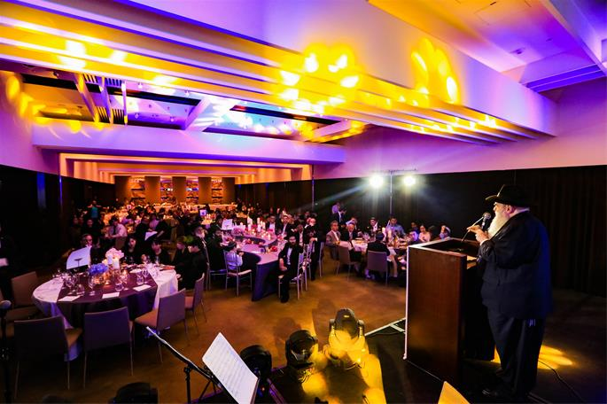 Rabbi Moshe Kotlarsky addressed the audience at the gala dinner.
