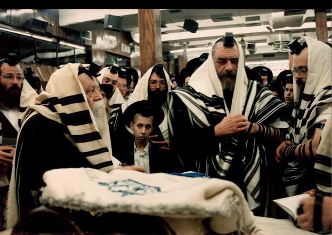 Rabbi Landa being called to the Torah in the presence of the Rebbe.