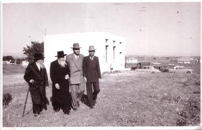 The Rabbis Landa walk together with Rabbi Schneur Zalman Garelik, rabbi of Kfar Chabad, Israel.