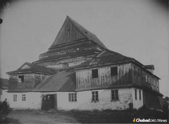 The Great Synagogue of the village of Zarichanka, Khmelnitsky province, Ukraine, circa 1930.