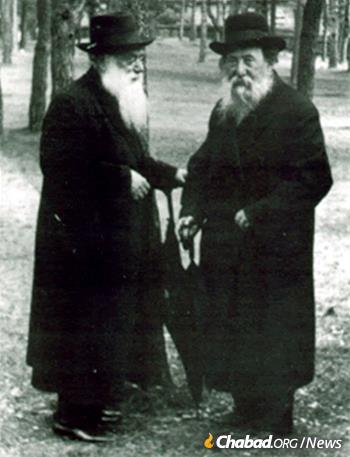 Rabbi Chaim Ozer Grodzinski (right) with Rabbi Shimon Shkop (Photo: Wikimedia Commons)