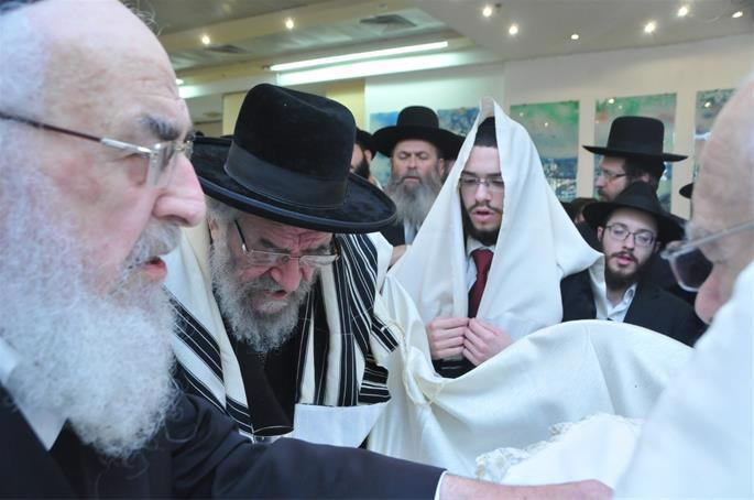 Rabbi Landa was often asked to attend circumcisions in and around Bnei Brak.