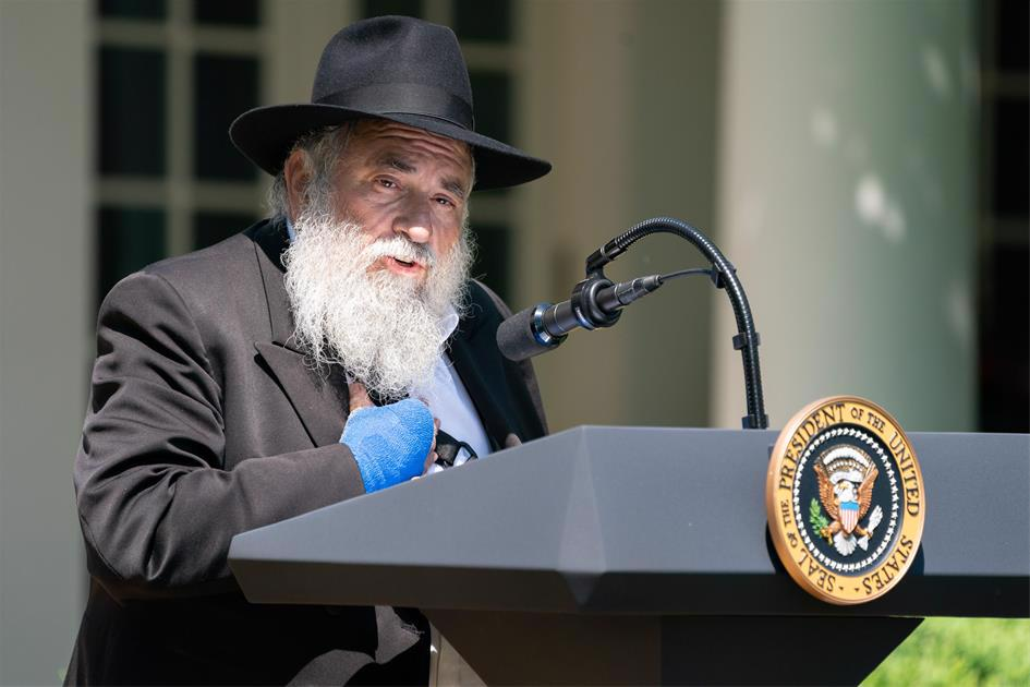 Rabbi Yisroel Goldstein speaking on the White House lawn days after he lost his finger in an act of terror in his Chabad center (Official White House Photo by Tia Dufour).