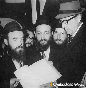 In 1972, Wouk brought a letter of greeting from U.S.President Richard Nixon marking the Rebbe's 70th birthday. Wouk, right, is shown here with, from left, Rabbi Abraham Shemtov, Rabbi Moshe Feller, Rabbi Yehuda Krinsky and Rabbi Shlomo Cunin.