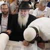 Moscow Synagogue Donates Torah to Struggling Tel Aviv Yeshivah