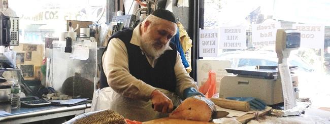 Berel Raskin, 84, Chassidic Fishmonger Who Became a Crown Heights Icon