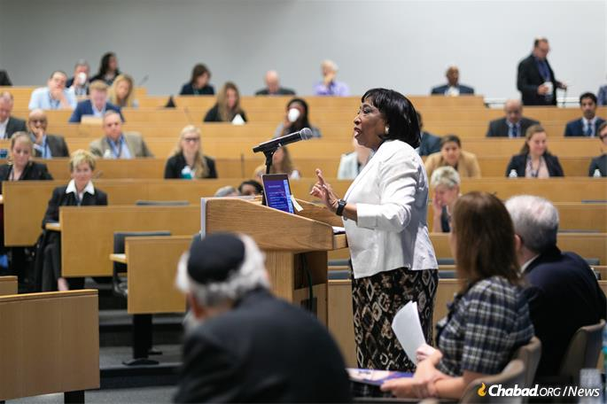 Judge Donald makes her opening remarks. (Photo: Meir Pliskin/Aleph Institute)