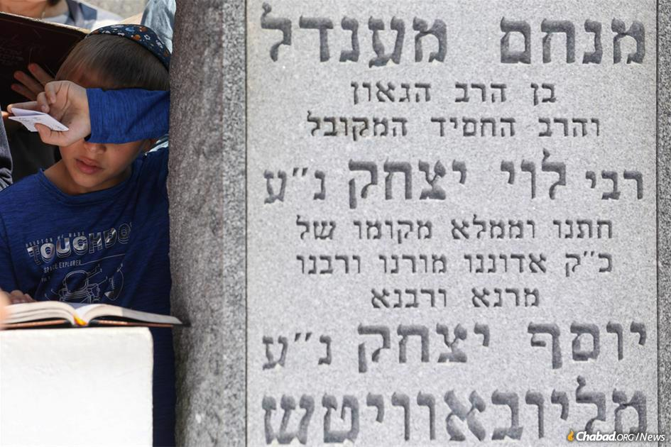 Thousands of young people were among the 50,000 who gathered at the Rebbe's resting place to commemorate the 25th anniversary of his passing. (Photo: Bentzi Sasson)
