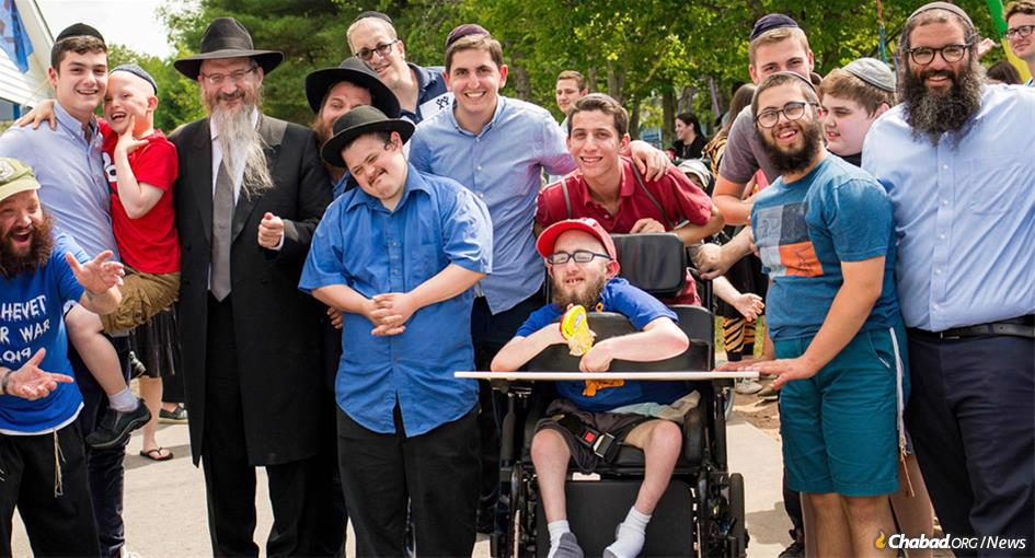 While in the United States, Chief Rabbi of Russia Berel Lazar (fourth from left) visited Camp HASC for individuals with special needs, and physical or intellectual disabilities. Lazar was introduced to campers by Rabbi Judah Mischel, right, executive director of Camp HASC. (Photo: Camp HASC)