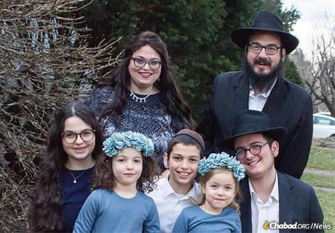 Rabbi Tzemach Cunin and family