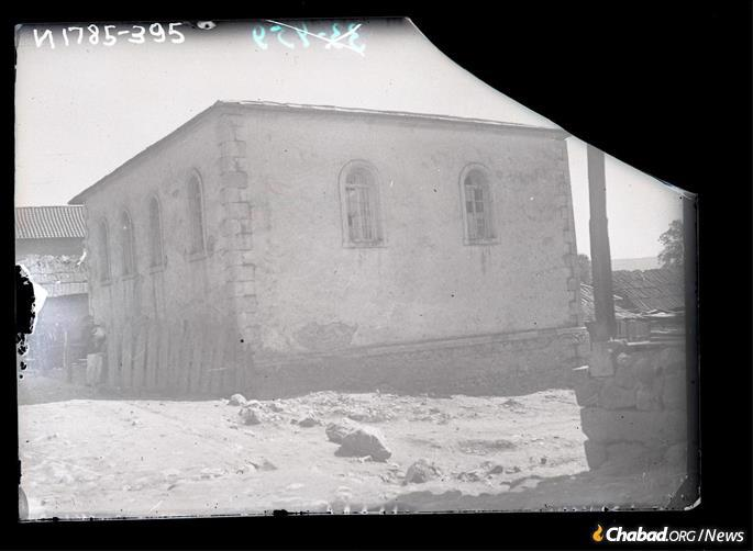The stone synagogue in Sachkhere, Georgia, circa 1929. (Credit: Mark Plisetsky/Peter the Great Museum of Anthropology and Ethnography [Kunstkamera])