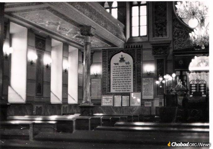Interior of the Great Georgian Synagogue in Tbilisi, Georgia, late 1970s.