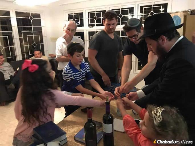 Celebrando Havdalá com a família e amigos