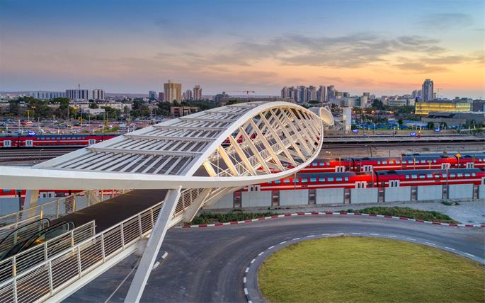 The award-winning Be'er Sheva High-Tech Park Bridge (aka the Double-Helix or DNA bridge) has become a symbol of the city's technology sector, growth, and future.
