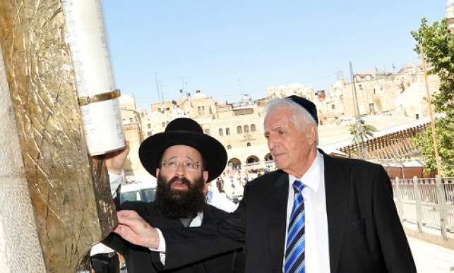 Installing the giant mezuzah near the Kotel (Photo: The Western Wall Heritage Foundation)