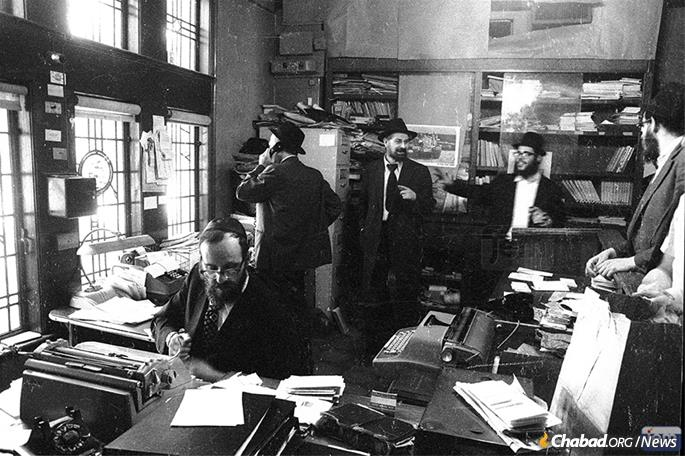 Rabbi Simpson's tasks included typing Hebrew and Yiddish correspondence based on dictation and notes the Rebbe would provide. Many of these letters were published in the multi-volume Igrot Kodesh, a project in which he was actively involved. (Photo: JEM)