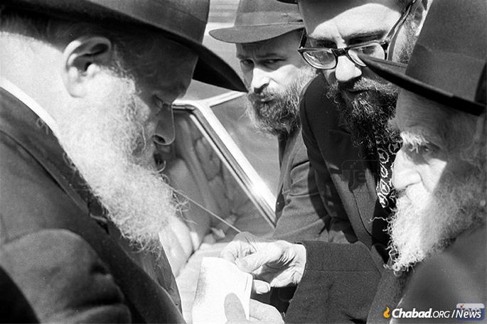With his father, who is presenting a petition for blessing to the Rebbe. (Photo: JEM)