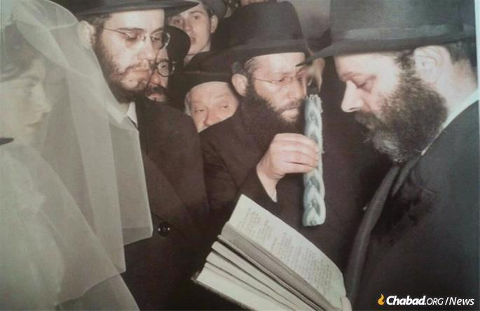 In 1952, Simpson married Rochel Telshevsky. The Rebbe officiated at their wedding.