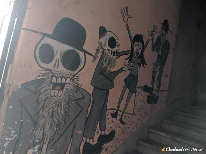 Sordid anti-Semitic grafitti on the synagogue walls.
