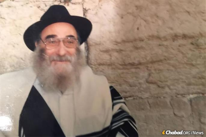Chassidic activist Yehuda Leib (known as Leibke or Leibel) Mochkin at the Western Wall in Jerusalem.